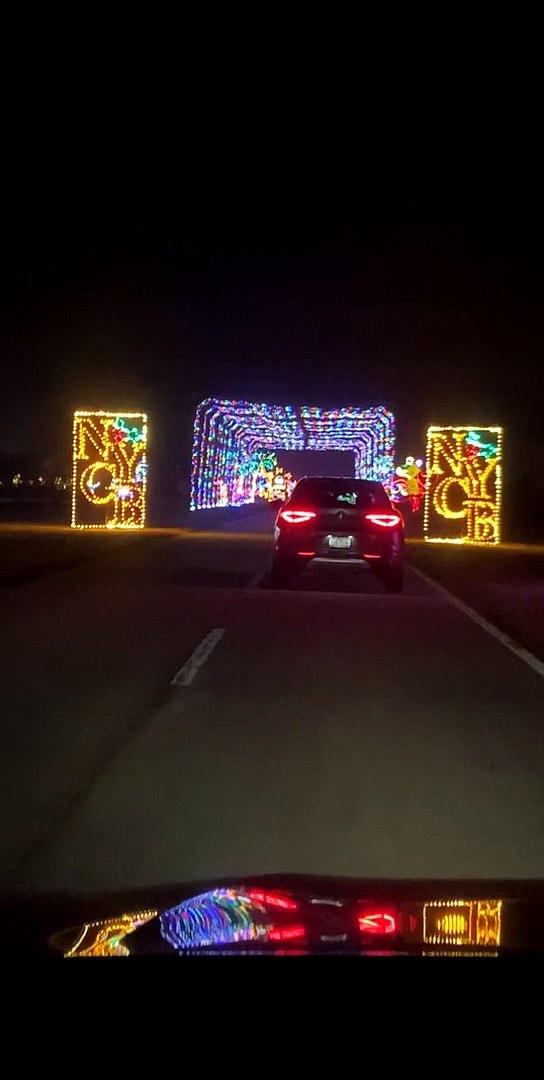 BEAUTIFUL CHRISTMAS LIGHTS JONES BEACH 2020.