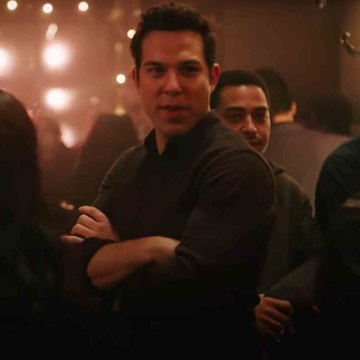 Exclusive: Skylar Astin Goes Full Boy Bander With *NSYNC Cover on Zoey's Extraordinary Playlist