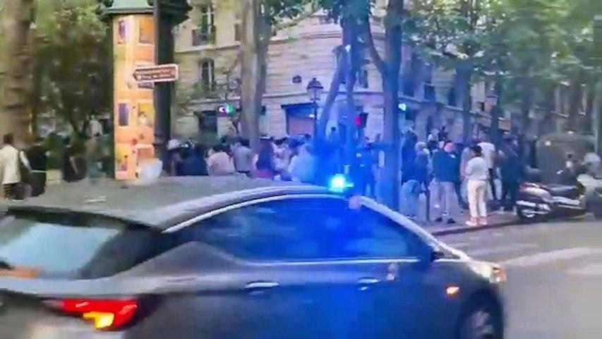 Confinement : des parisiens descendent danser en pleine rue dans le 18 ème