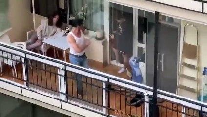 Il imite Freddie Mercury depuis son balcon et ses voisins adorent