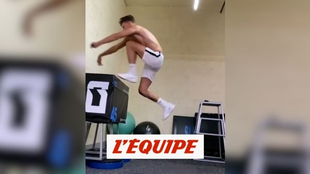 Marcos Llorente saute 1,15 m sur une jambe - Foot - WTF