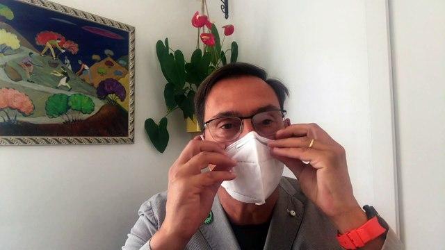 Tres sencillos trucos para evitar que se empañen las lentes con la mascarilla