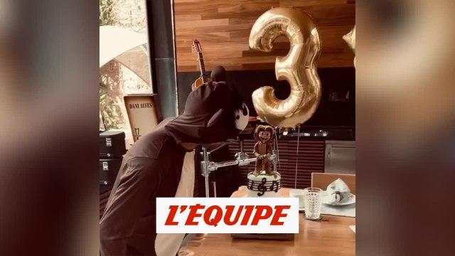 Dani Alves fête son anniversaire déguisé - Foot - WTF
