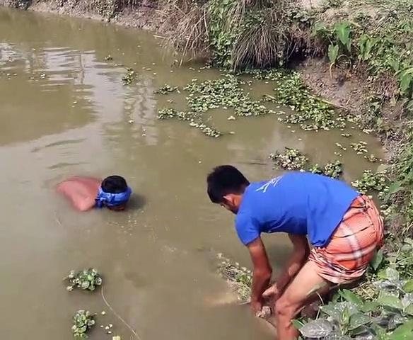 Beautiful Big Fish | Cast Net Fishing For Big Fish | Net Fishing in the Village Pond