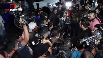Salman Khan Grand 54th Birthday Celebration- COMPLETE VIDEO - Katrina, Saiee, Family, Kichcha Sudeep