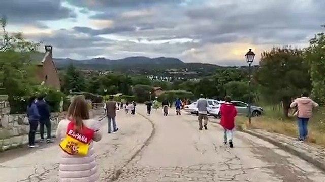 Caceroladas ante la casa de Iglesias en Galapagar