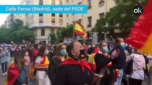 Manifestación en la calle Ferraz de Madrid, frente a la sede del PSOE