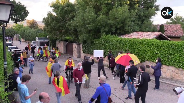 Manifestación en Galapagar en la puerta del chaletazo de Pablo Iglesias