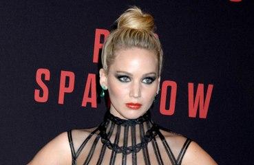 Jennifer Lawrence karantinada kendini içkiye vurdu!
