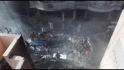 Pakistanisches Flugzeug stürzt in Wohngebiet in Karachi