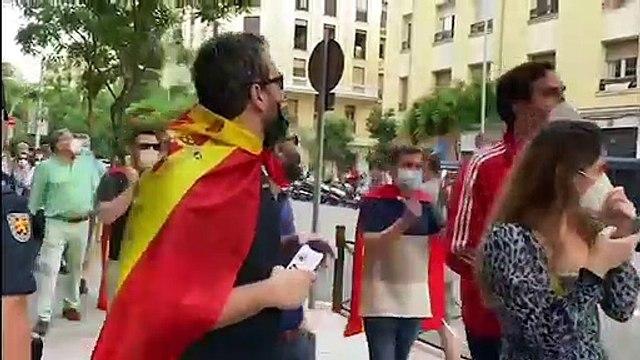 Despliegan Pancarta en la Calle Ferraz