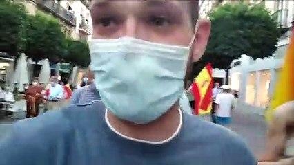 Tensión en Sevilla- insultos y enfrentamientos con los manifestantes contra Sánchez