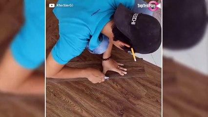 Ce jeune homme pose un sol en vinyle effet parquet en chevrons
