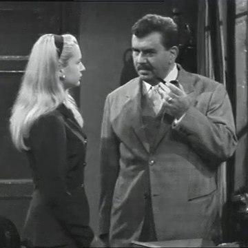 Le inchieste del commissario Maigret - S2e1 Non si uccidono i poveri diavoli Puntata 1 parte 1 (1966  sceneggiato RAI)  Gino Cervi