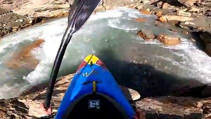Nouria Newman descend un des rapides les plus difficiles de sa carrière - Adrénaline - Kayak extrême