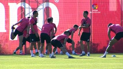 El Sevilla vuelve a los entrenos tras la polémica foto de Banega, Ocampos, el 'Mudo' y De Jong
