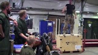 Parodie de Grease par les soldats de l'armée Suédoise !