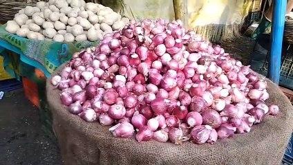शाजापुर मंडी में प्याज हुआ 1.5 रुपये किलो, किसानों ने कहा लागत नहीं निकली