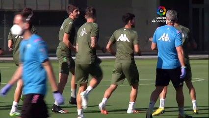 Rubi divide en dos grupos el entrenamiento del Betis