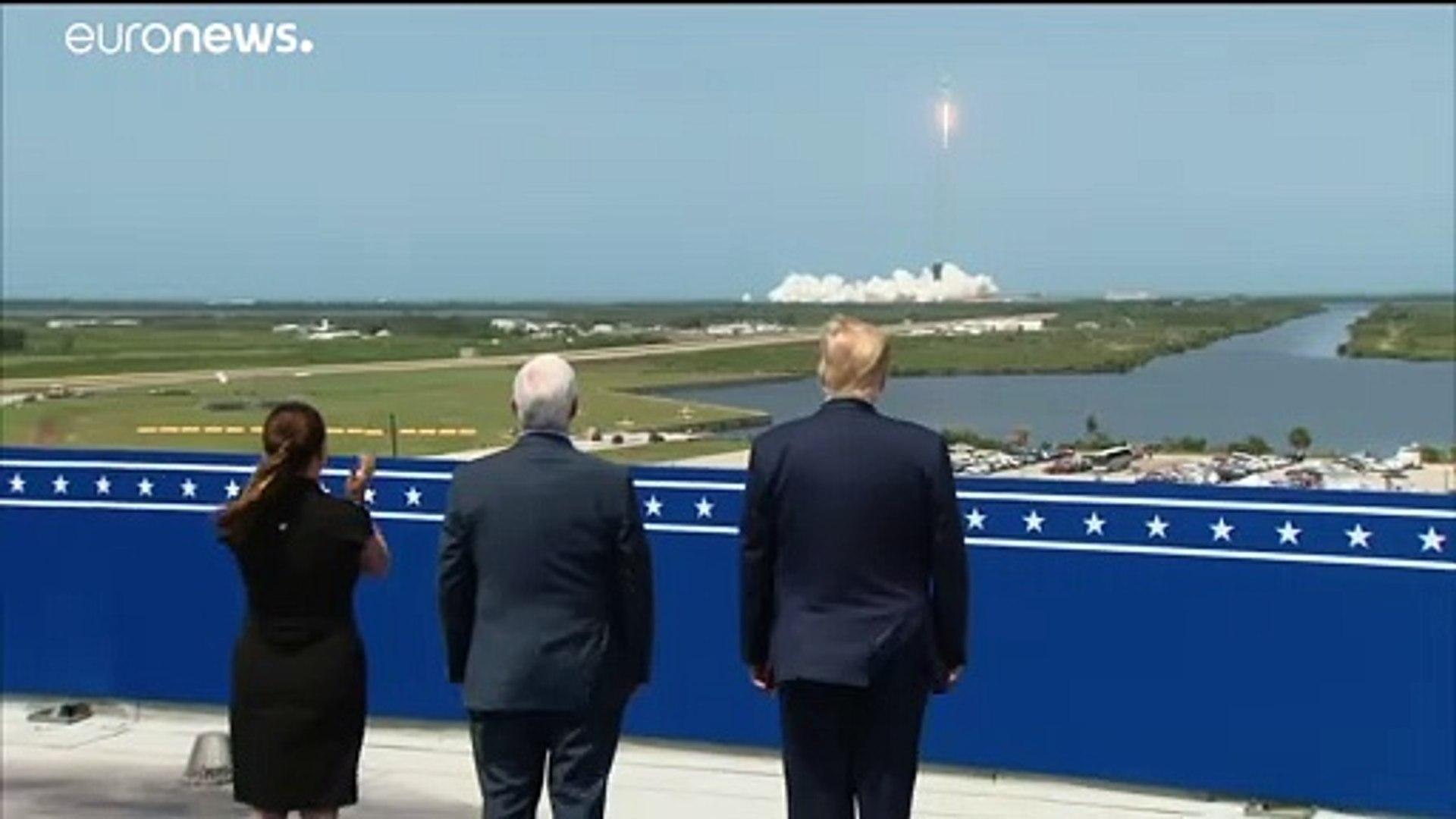"""اطلاق تاريخي لصاروخ """"سبايس إكس"""" بحضور الرئيس الأمريكي دونالد ترامب ..."""