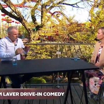 COVID-19; Bil-lige grin på p-pladserne ~ Uffe Holm laver drive-in comedy | Go aften Live | TV2 Danmark