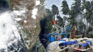 Cyclone Nisarga: கரையை கடந்த நிசார்கா..சூறைக் காற்றுடன் கனமழை