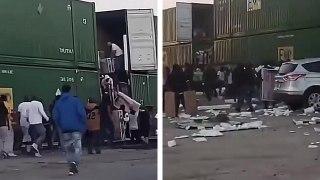 Des pilleurs vident les conteneurs d'un train en marche