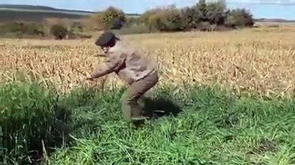 Edinson Cavani manie la faux dans les hautes herbes
