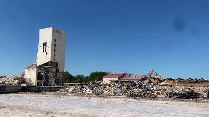 Démolition du silo des Verreries Mécaniques Champenoises à Reims