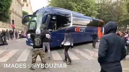 """Des """"antifas"""" attaquent un car de tourisme à la manifestation des soignants à Paris"""