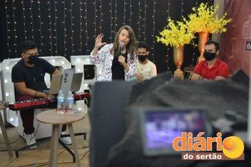 Luiza Nobre realizará nova live e promete agitar final de semana