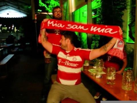 Bayern - La joie mesurée des supporters bavarois après le sacre