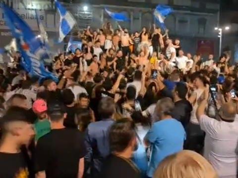 Coupe d'Italie - Scènes de liesse à Naples