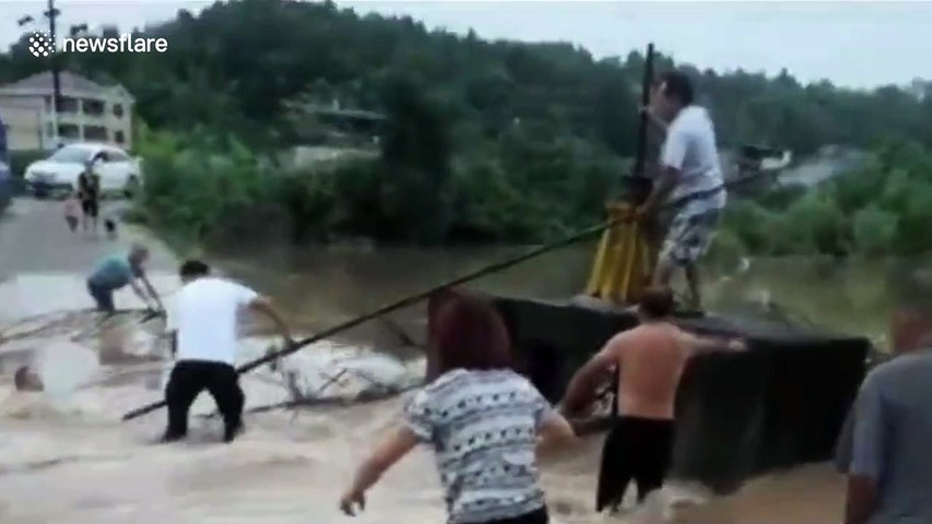 Chinese man risks life to rescue another man trapped in flash floods