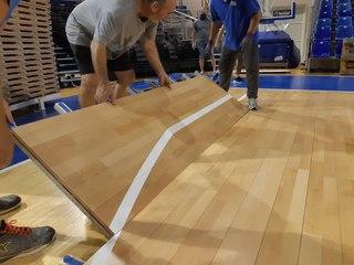 Installation du nouveau parquet de basket à l'Espace François Mitterrand