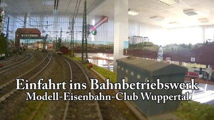 Einfahrt Bahnbetriebswerk: Modell-Eisenbahn-Club Wuppertal (Spur H0 Schiebebühne und Lokschuppen)