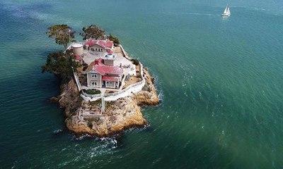 تعرّف إلى وظيفة الأحلام... 130 ألف دولار مقابل العيش في جزيرة