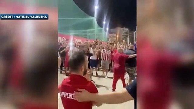 Mathieu Valbuena enflamme le port du Pirée avec les supporters de l'Olympiakos