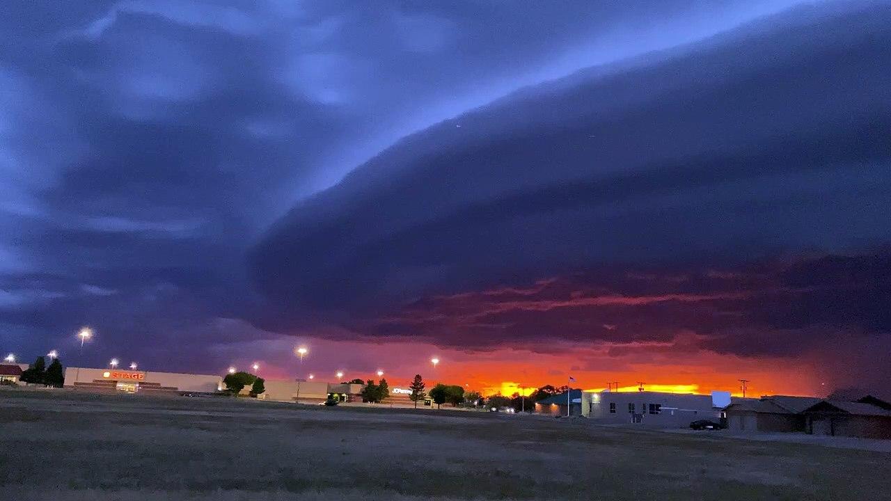 Ce nuage d'orage au dessus de Clovis, Nouveau Mexique est impressionnant - Vidéo Dailymotion