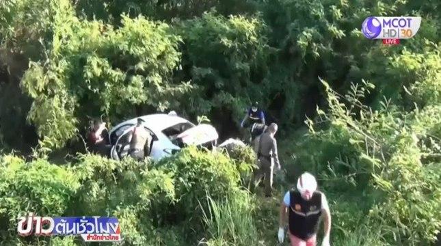 รถเก๋งเร่งแซงซ้ายรถพ่วง แต่เสียหลักคนขับดับคาที่