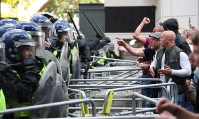 Rightwing protesters clash with police in London - video report