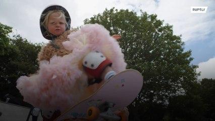 تعرفوا إلى أصغر متزلجة في العالم !!!
