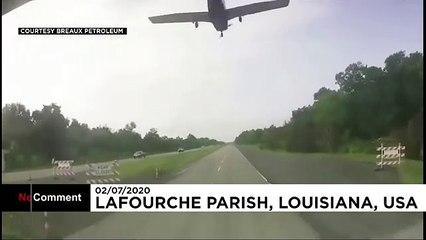 هبوط اضطراري لطائرة على طريق سريع للسيارات