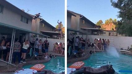 Sauter dans la piscine depuis le toit de la maison