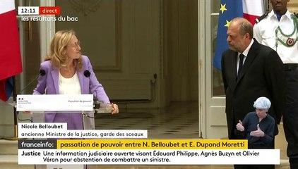 Remaniement: Nicole Belloubet craque, les larmes aux yeux, lors de la passation de pouvoir avec Eric Dupond-Moretti au ministère de la Justice