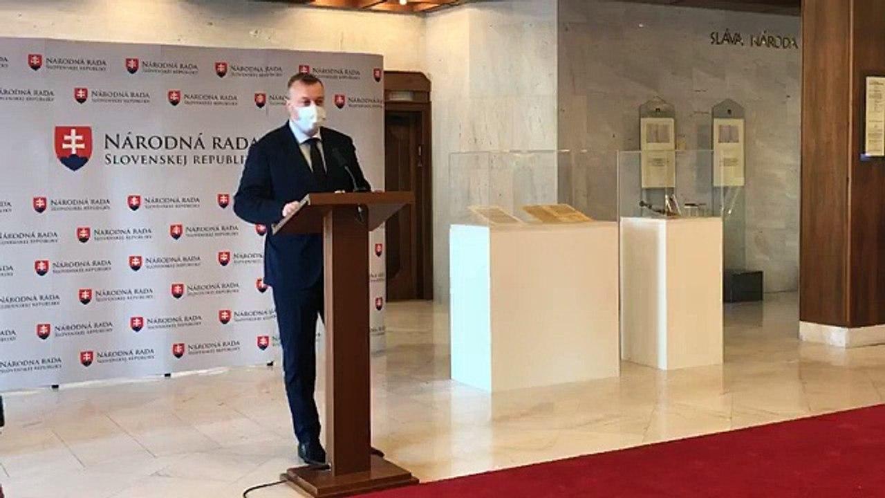 ZÁZNAM: Brífing ministra práce, sociálnych vecí a rodiny M. Krajniaka