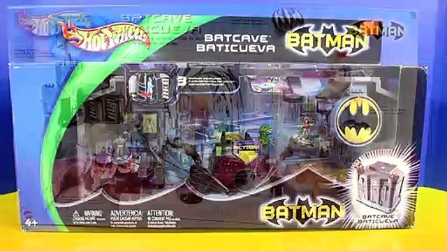 Hot Wheels Batman Batcave With  Batmobile & Robin Battle Dinosaur Hotwheels