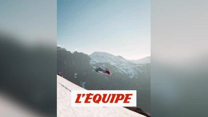 Jornet, à skis, frôlé par un wingsuit à toute vitesse - Wingsuit - WTF