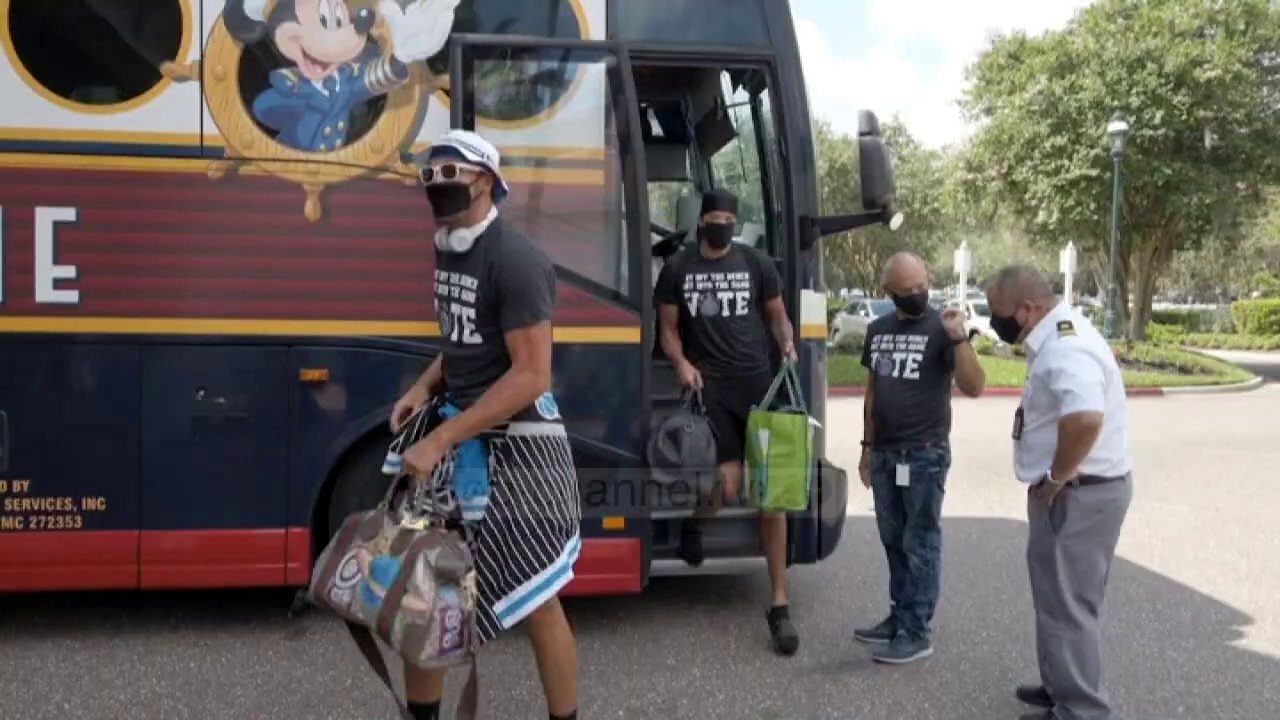 Top News – Skuadrat mbërrijnë ne Disney World/ Orlando pret NBA