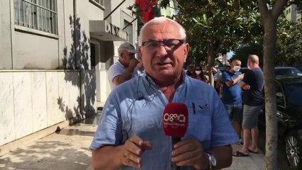 Banorët e pallatit në Durrës në protestë para prokurorisë për ndërtesën e dëmtuar nga tërmeti